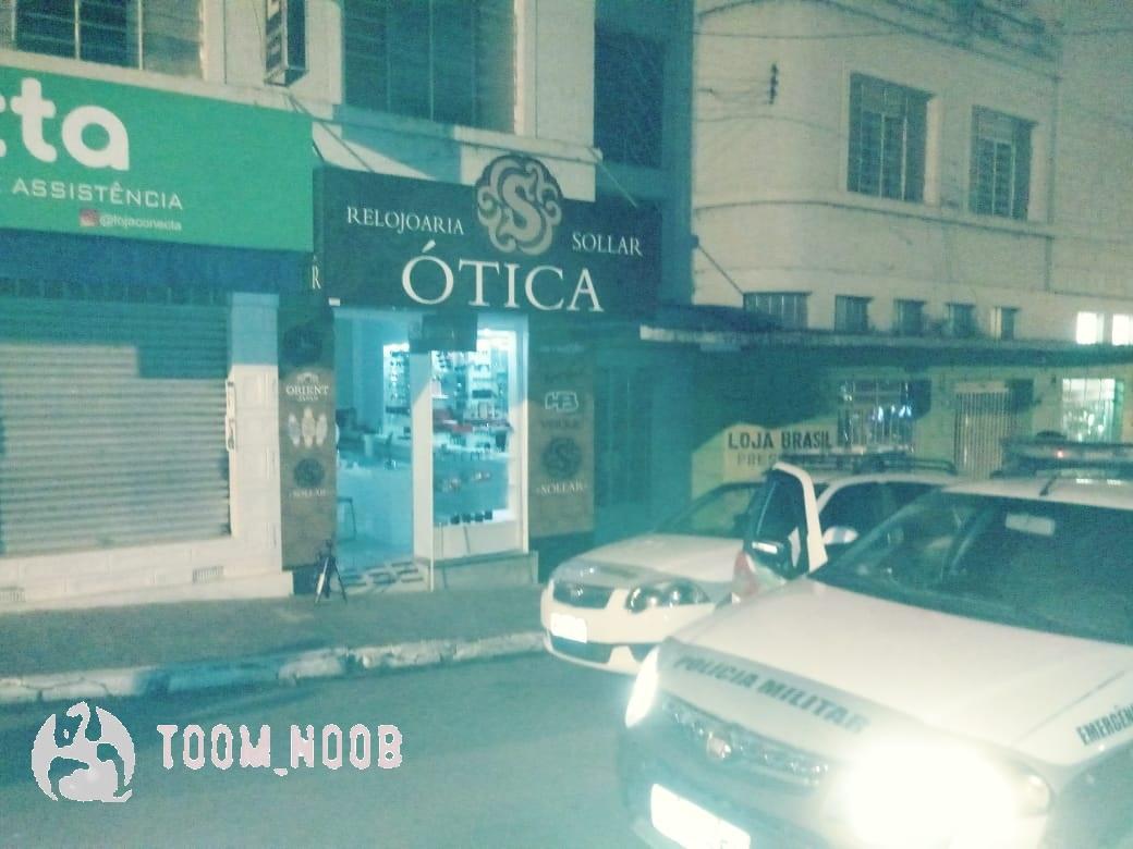 A ação dos larápios foi rápida. Cerca de 15 minutos antes, uma viatura da  Polícia Militar havia passado pelo local em direção a Praça Lauro Muller. a981566e24